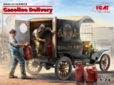 24019 Gasoline Delivery, Model T 1912 Delivery Car with American Gasoline Loaders, Bausatz mit Figuren
