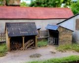 98513, 2x Holzschuppen, Bausatz HO